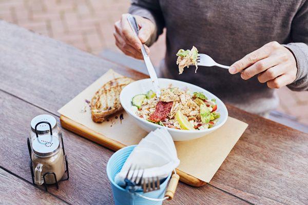 Η ώρα που τρώμε είναι το ίδιο σημαντική με το τι τρώμε
