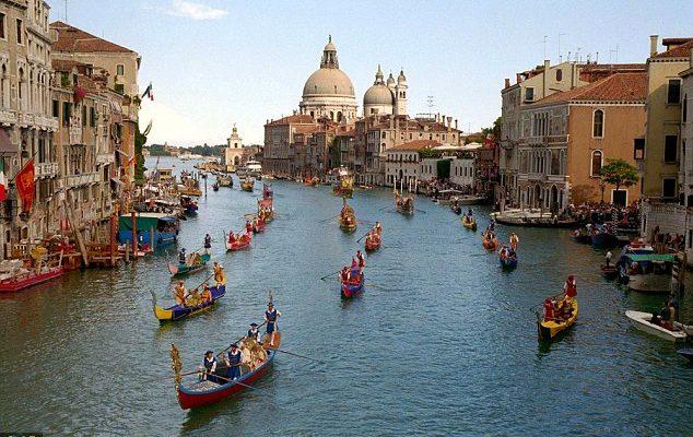 Κορυφαίοι ευρωπαϊκοί προορισμοί αδυνατούν να τα βγάλουν πέρα με τους τουρίστες