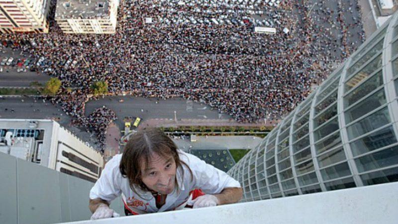 Perierga.gr - Ένας... σύγχρονος Spiderman σκαρφαλώνει σε ουρανοξύστες!  Aυτός είναι ο … σύγχρονος Spiderman που σκαρφαλώνει στους  ουρανοξύστες! (video) spiderman1