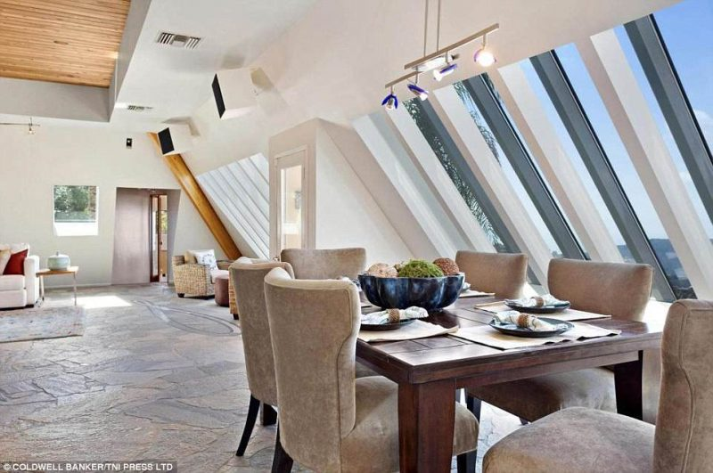 Perierga.gr - Γνωρίστε ένα πολυτελές σπίτι με σχήμα πυραμίδας