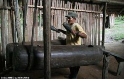 Perierga.gr - Η φυλή του Αμαζονίου που μπορεί να επικοινωνήσει με το ρυθμό των τυμπάνων
