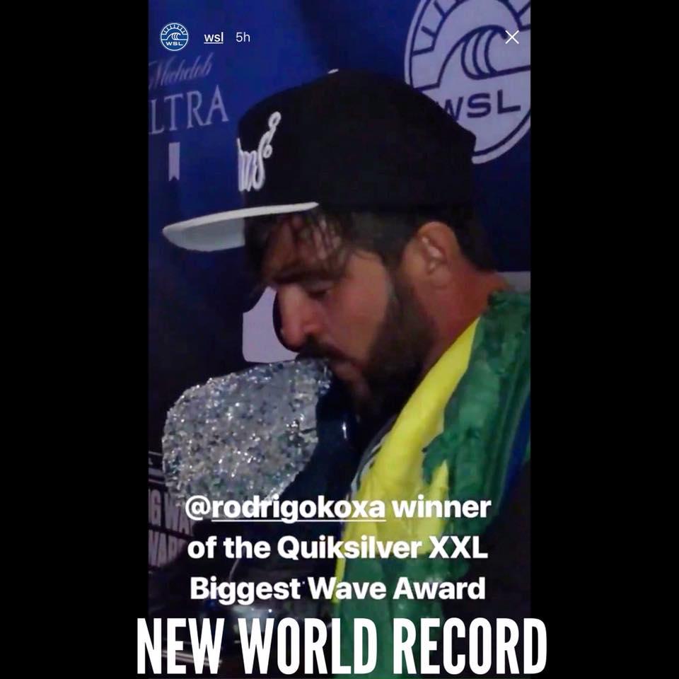 Perierga.gr - Σέρφερ κατέκτησε παγκόσμιο ρεκόρ δαμάζοντας κύμα ύψους 24,38 μέτρων