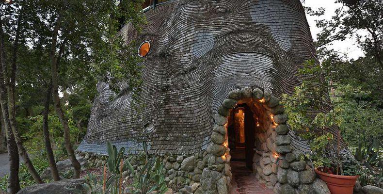 Perierga.gr - Ένα σπίτι σε σχήμα φάλαινας... χωρίς γωνίες!