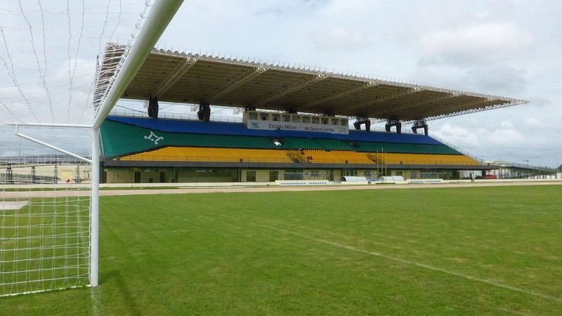 Perierga.gr - Ένα γήπεδο που βρίσκεται σε δυο ημισφαίρια!