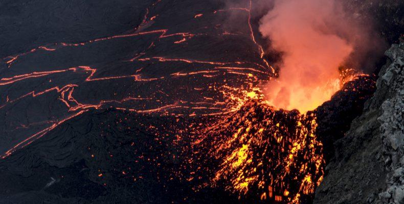Στην κορυφή ενός ενεργού ηφαιστείου