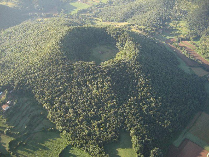 Perierga.gr - Ένα παρεκκλήσι που βρίσκεται μέσα σε ηφαίστειο