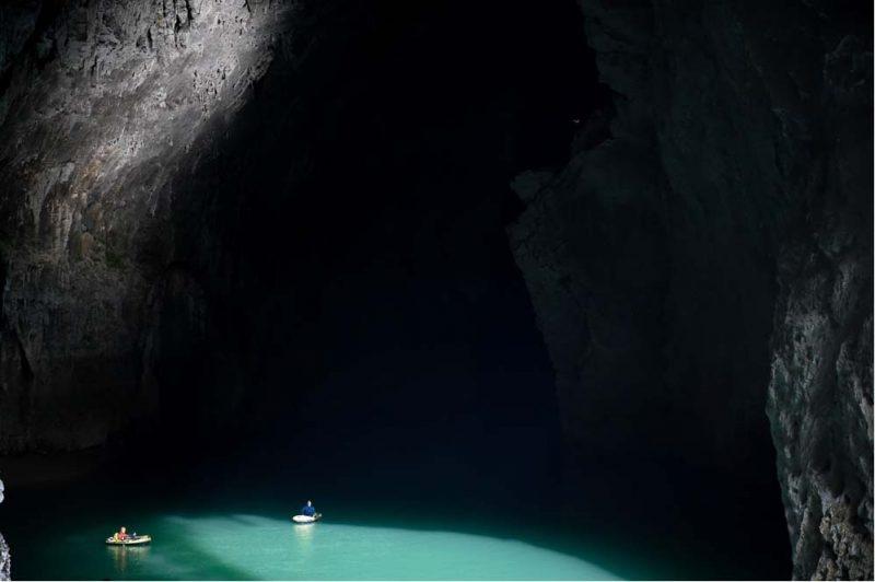 Perierga.gr - Μια σπηλιά που προκαλεί δέος - Χωράει 4 φορές τη Μεγάλη Πυραμίδα της Γκίζας!