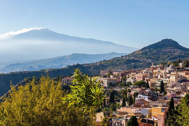 Perierga.gr - Γραφικοί προορισμοί στη... σκιά ηφαιστείων