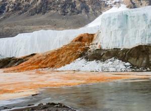 Καταρράκτες... αίματος στην Ανταρκτική!