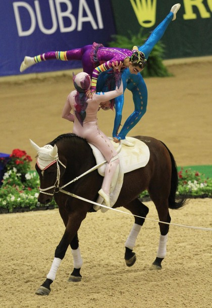perierga.gr - Επιδείξεις πάνω σε άλογα