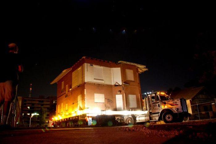 perierga.gr: μετακίνηση κτηρίων