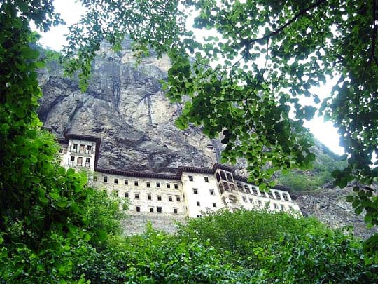 Ο μαγευτικός ιερός τόπος της Παναγίας Σουμελά