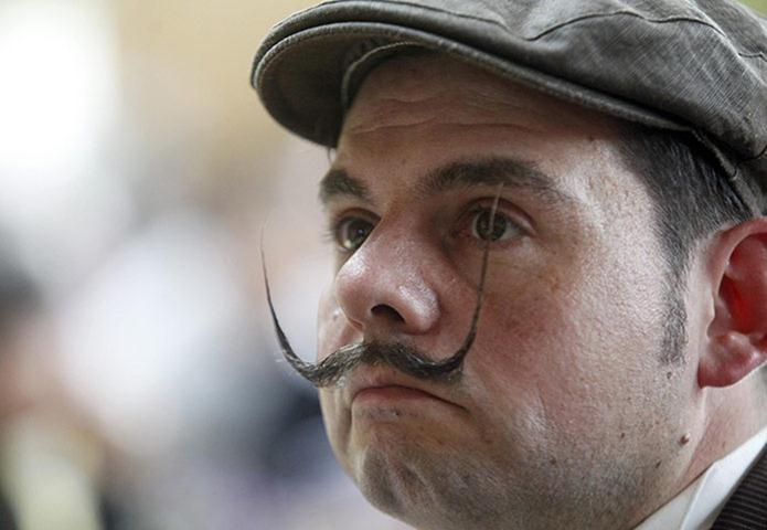 Perierga.gr - Διαγωνισμός μουστακιού!!!