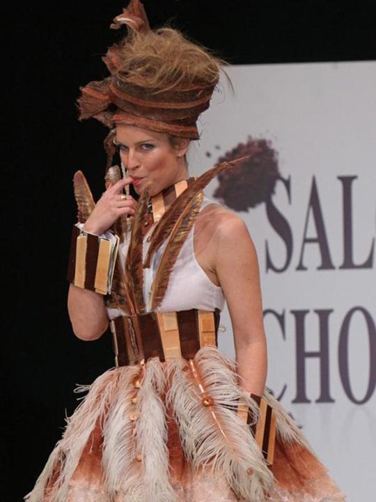 Perierga.gr - Σαλόνι σοκολάτας 2010