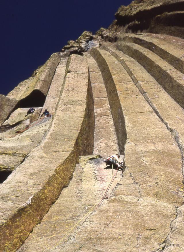 Perierga.gr - Ο πύργος του διαβόλου