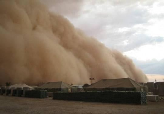 Perierga.gr - Γιγάντια αμμοθύελλα
