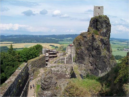 Perierga.gr - Το κάστρο Trosky