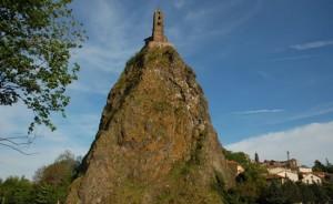 Εκκλησία πάνω στον κρατήρα ηφαιστείου!