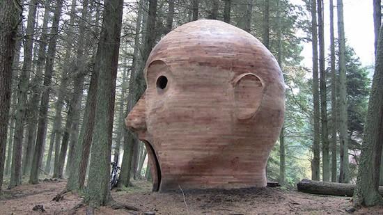 Perierga.gr - Κεφάλι στο δάσος!