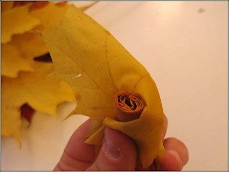 Perierga.gr - Τριαντάφυλλα από φύλλα!
