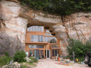 Σπίτι χτισμένο σε σπηλιά