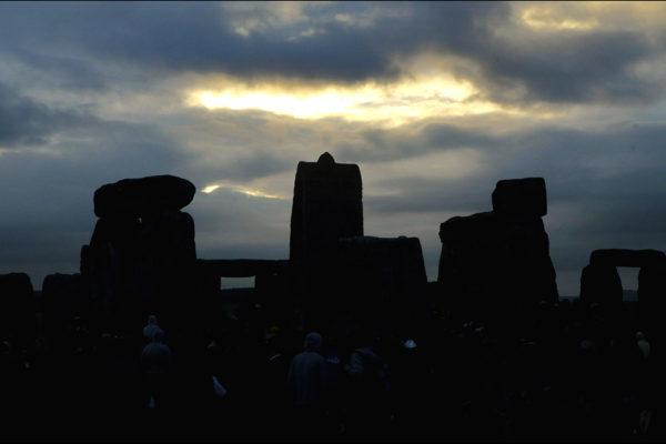 Perierga.gr - Ανατολή στο Stonehenge!