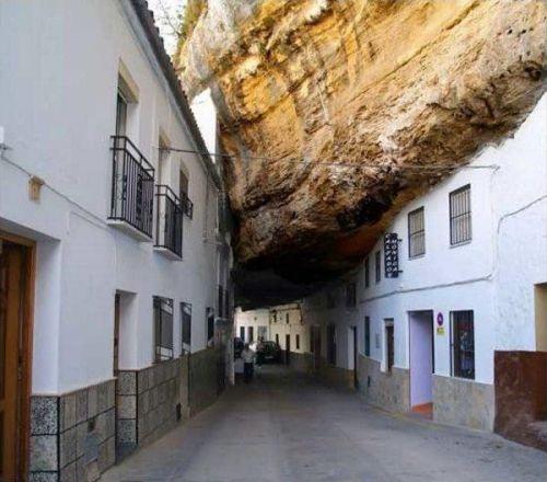 Perierga.gr - Πόλη στους βράχους!