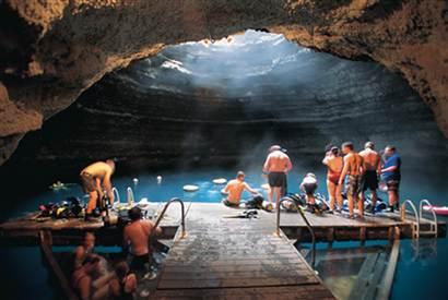 Perierga.gr - Μπάνιο σε κρατήρα...!