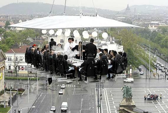 Perierga.gr - Γεύμα στον ουρανό!