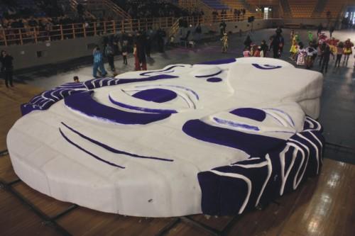 Perierga.gr - Η μεγαλύτερη αποκριάτικη μάσκα