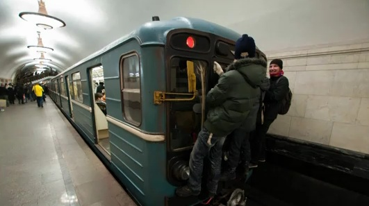 Perierga.gr - metro surfing