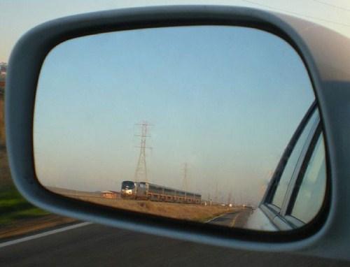 Perierga.gr- Κοιτώντας από τον καθρέπτη!