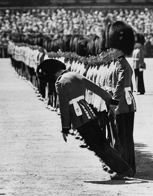 Perierga.gr - Στρατιώτες που καταρρέουν
