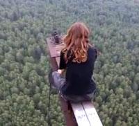 Perierga.gr - Τρελοί Ρώσοι δεν φοβούνται τα ύψη