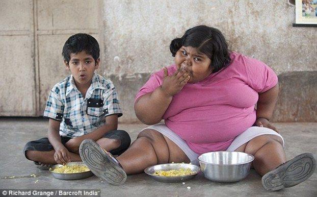 Perierga.gr - Τεσσάρων ετών και τρώει για... έξι ανθρώπους
