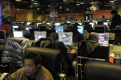 Perierga.gr - Φυλακισμένοι παίζουν online games