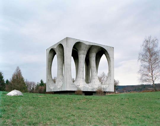 Perierga.gr - Παράξενα μνημεία στην πρώην Γιουγκοσλαβία!