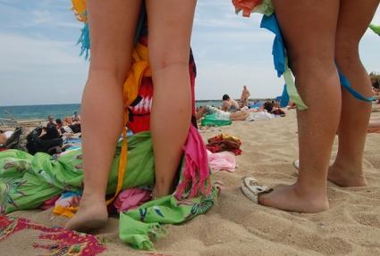 Perierga.gr - Τέρμα στο γυμνισμό στη Βαρκελώνη