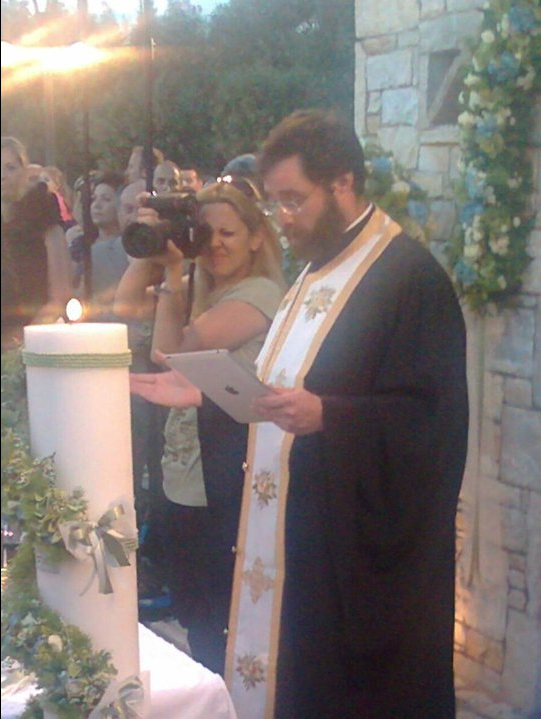 Perierga.gr - To iPad στα «χέρια» της εκκλησίας