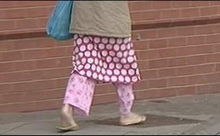 Perierga.gr - Να φοράτε ρούχα όταν πηγαίνετε τα παιδιά σας σχολείο