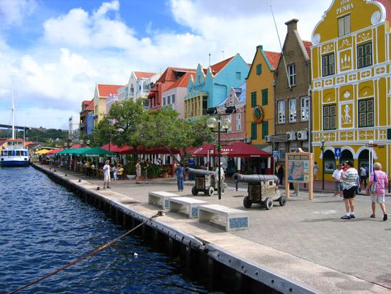 Perierga.gr - Willemstad, Ένας πολύχρωμος εξωτικός παράδεισος