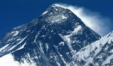 Perierga.gr - Το Νεπάλ ξαναμετρά το Έβερεστ!