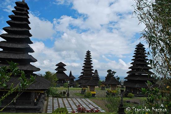 Perierga.gr - Εντυπωσιακός ναός στο Μπαλί