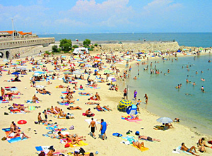 Perierga.gr - Απαγορεύτηκε το κάπνισμα σε παραλία