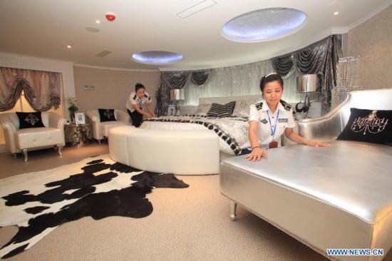 Perierga.gr - Αεροπλανοφόρο γίνεται πολυτελές ξενοδοχείο