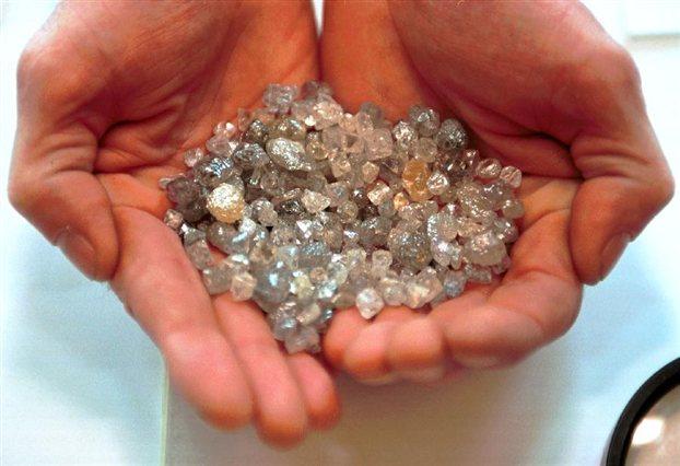 Perierga.gr - Εκατομμύρια διαμάντια στη φλόγα κάθε κεριού!