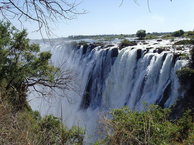 Perierga.gr - Victoria Falls