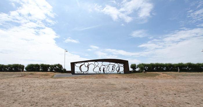 Perierga.gr - Το μακρύτερο παγκάκι του κόσμου!