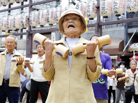 Perierga.gr - Περισσότεροι από 47 χιλιάδες Ιάπωνες είναι άνω των 100 ετών