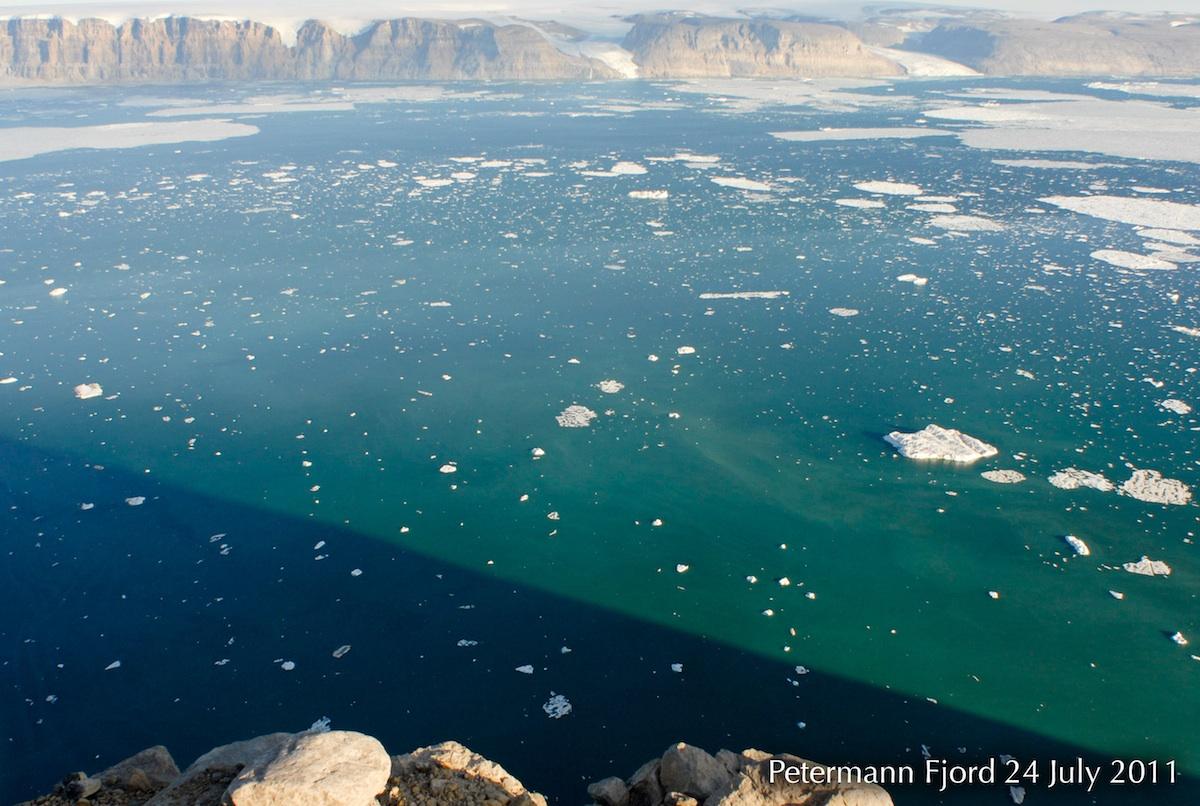 Perierga.gr - Ο «τραυματισμένος» παγετώνας της Γροιλανδίας